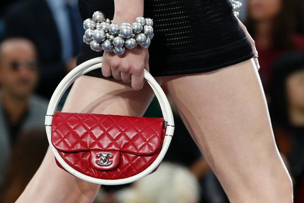 chanel-hula-hoop-bag-min